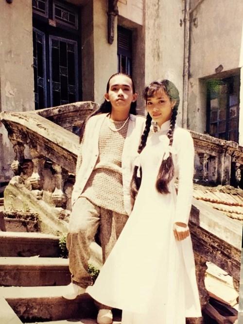 Được biết, loạt ảnh này nằm trong MV Đợi em trở về được Minh Thuận trình làng vào năm 1995. Tại thời điểm quay hình MV, Minh Thuận chỉ mới ngoài 20, còn Mai Thu Huyền thì vừa tròn 20 tuổi. - Tin sao Viet - Tin tuc sao Viet - Scandal sao Viet - Tin tuc cua Sao - Tin cua Sao