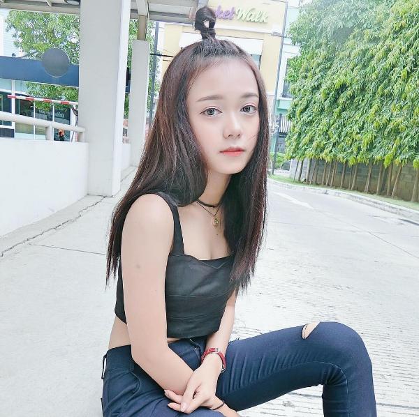 HiệnPornsawan đang học tại trường Đại học Rangsit, Thái Lan.