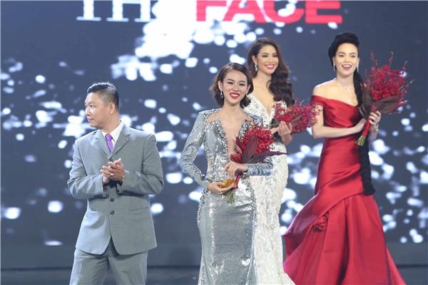 Phí Phương Anh trong thời khắc đăng quang The Face Vietnam 2016.