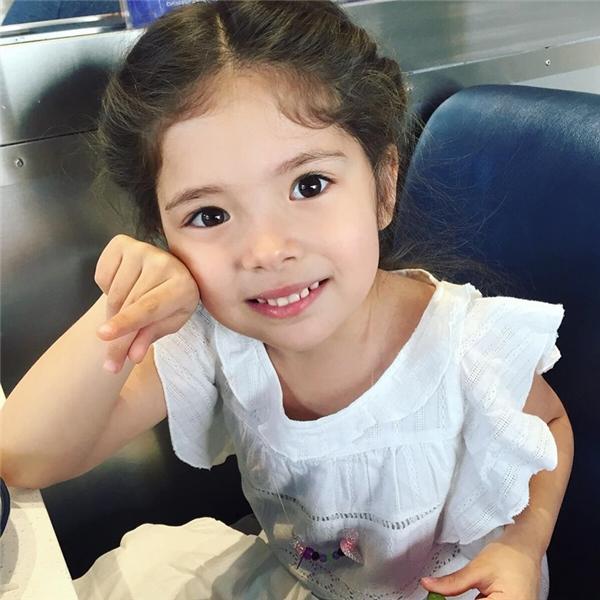 Siena là một cô bé 5 tuổi mang hai dòng máu Hàn và Mỹ, sống cùng gia đình tại Seattle, Washington, nước Mỹ.