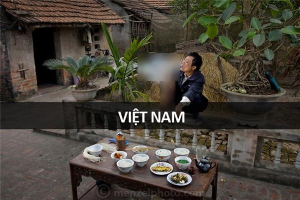Nguyễn Văn Theo (51 tuổi), nông dân tại làng Thọ Quang, ngoại thành Hà Nội, Việt Nam: 2.500 calo mỗi ngày