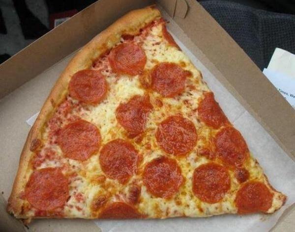 """Khi cả chục """"hành tinh mini"""" tụ lại trên 1 chiếc bánh pizza."""