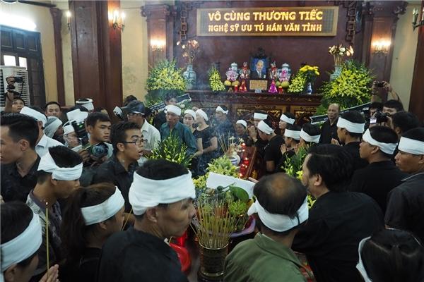 Gia đình và bè bạn đi mộtvòng nhìn mặt nghệ sĩ họ Hánlần cuối - Tin sao Viet - Tin tuc sao Viet - Scandal sao Viet - Tin tuc cua Sao - Tin cua Sao