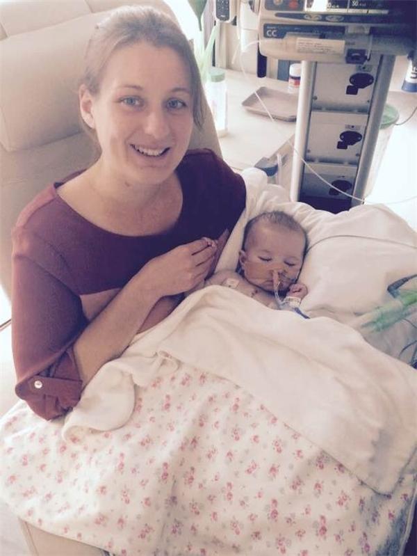 Cô bé Gabriella bị khuyết một lá phổi và gặp nhiều tình trạng về hô hấp và tim mạch.