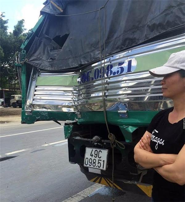 Chiếc xe tải đã cứu nạn hàng chục mạng người trên xe khách. Ảnh: Internet