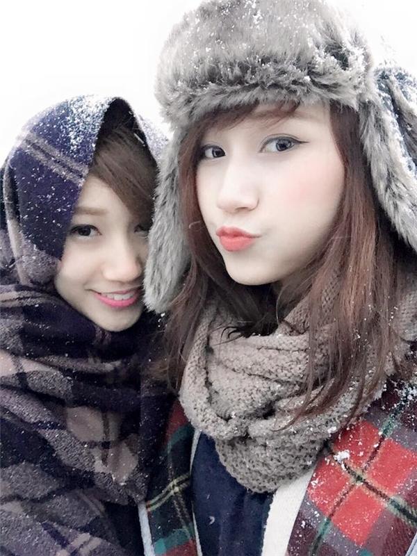Giờ đây hai cô gái xinh đẹp này đang rất thành công với cửa hàng siêu thị của mình.(Ảnh: NVCC)