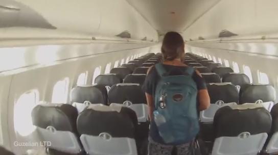 Cặp đôi vô cùng bất ngờ vì mình là hành khách duy nhất trên chuyến bay.