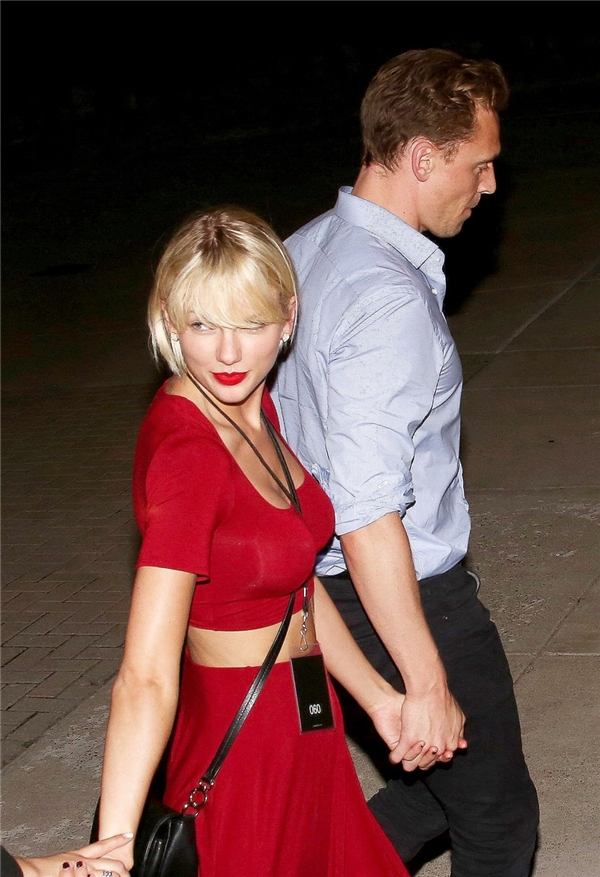 """...lại một lần nữa họ phải thất vọngvà chỉ có thể chờ đợi một bài hát mới của Taylorlấy cảm hứng từ """"cuộc tình tia chớp"""" với Tom."""