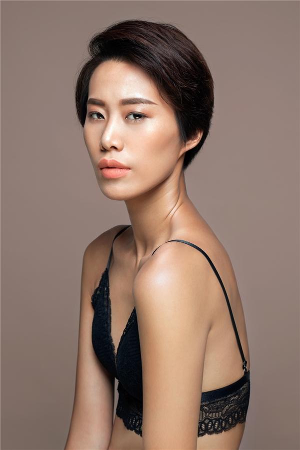Thu Hường với chiều cao 1m75, đôi chân dài cùng gương mặt lạ, góc cạnh luôn mang đến những cảm xúc thú vị cho người xem. Cô gái này được kì vọng sẽ lên ngôi quán quân mùa giải thứ 7 của Vietnam's Next Top Model.