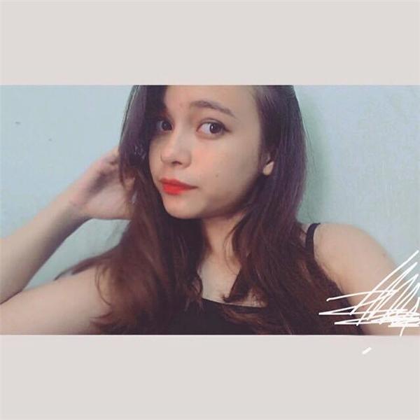 Không rời mắt trước vẻ đẹp ngọt như mật của cô bé Việt lai 16 tuổi