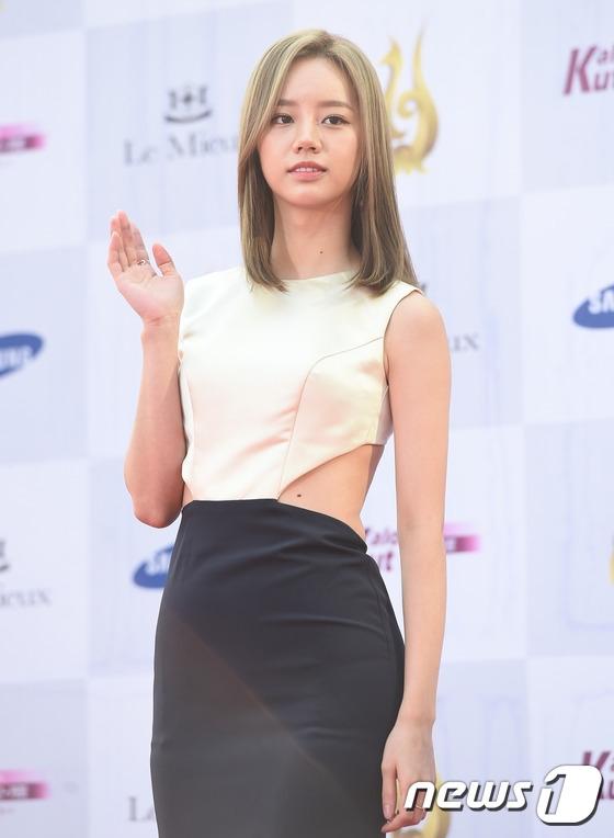 Hyeri (Girl's Day) cũng là một trong những gương mặt được chú ý tại Lễ trao giải nhờ vai nữ chính trong Reply 1988 đình đám.
