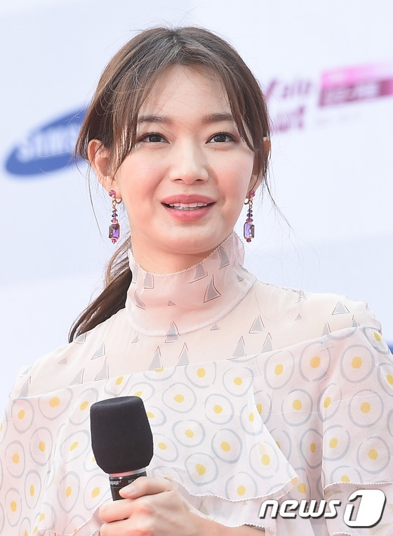 Shin Min Ah vẫn vô cùng xinh đẹp và trẻ trung dù năm nay đã bước sang tuổi 32.