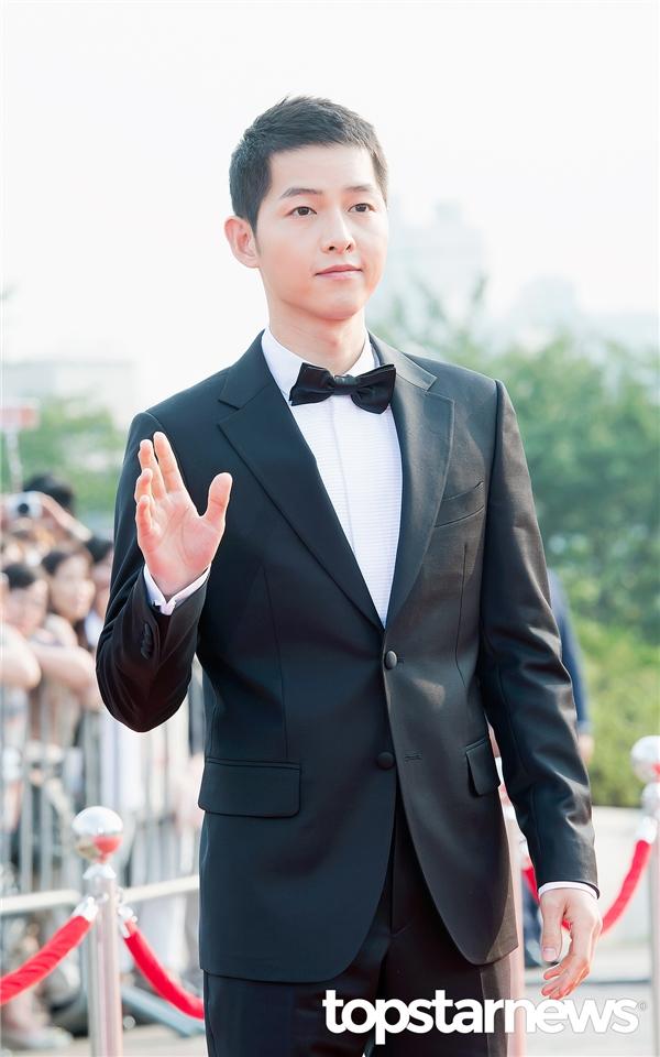 Song Joong Ki diện tóc mới, điển trai hút hồn tại lễ trao giải