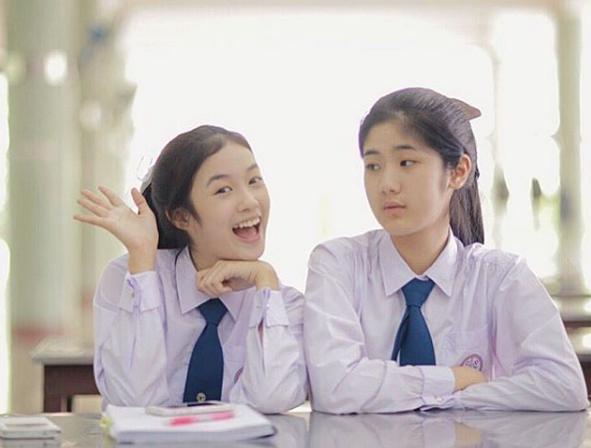 Bị chụp lén trên phố, cô gái ngay lập tức trở thành nữ thần học đường
