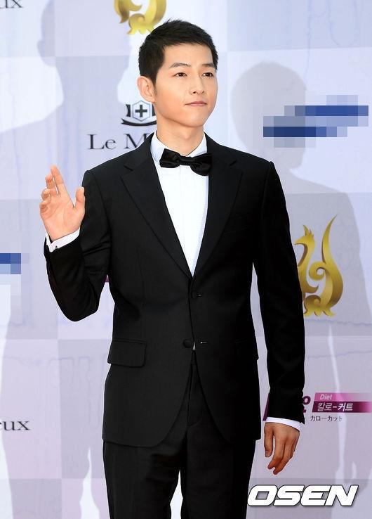 Song Joong Ki vẫn phong độ và cuốn hút như mọi khi.