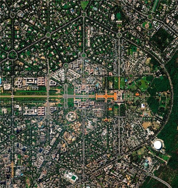 New Delhi gây ấn tượng vớingười xem bởi kiến trúc đường phố phức tạp và tạo hình đẹp mắtkhi nhìn từ trên cao.
