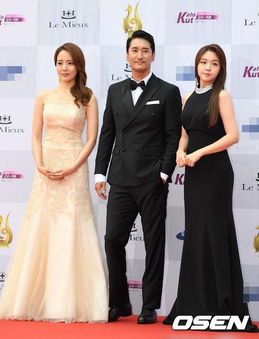 Lee Ji Yeon, Shin Hyun Joon và Minah (Girl's Day) sẽ đảm nhận vai trò MC cho lễ trao giải lần này.