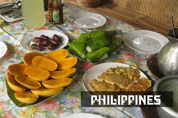 Bữa sáng quen thuộccủa người Philippines hầu như không khi nào thiếu bộ ba cơm, xúc xíchlongganisa chiên và xoài. Để bữa ăn hấp dẫn và đa dạng hơn, họ còndùng kèm trứng, thịt và đậu hạt.
