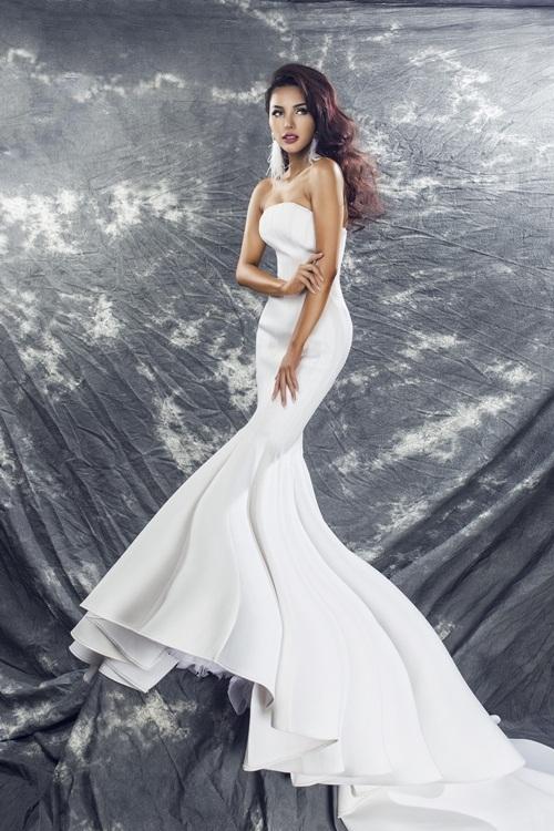 Mới đây, người đẹp sinh năm 1992 khiến nhiều fan vô cùng vinh dự khi thông báo sẽ đảm nhận vai trò giám khảoMiss Egypt World 2016 được tổ chức tại Ai Cập. - Tin sao Viet - Tin tuc sao Viet - Scandal sao Viet - Tin tuc cua Sao - Tin cua Sao