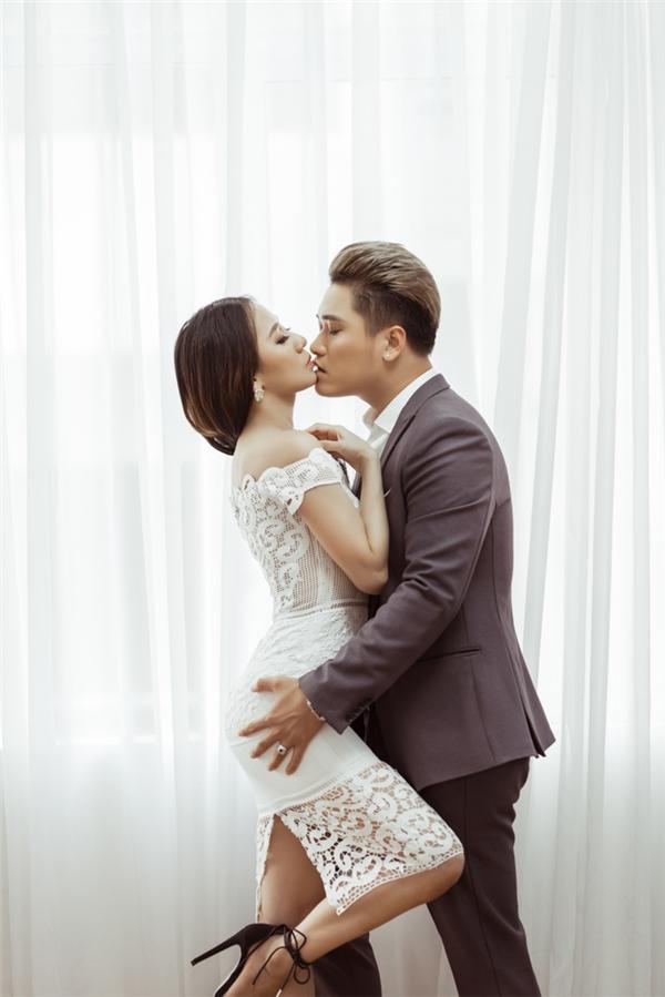 Ca sĩ Vũ Duy Khánh và DJ Tiên Moon kết hôn vào tháng 10/2015 tại Hà Nội. Sau khi kết hôn, DJ Tiên Moon chọn cách lui về hậu trường để tập trung chăm sóc gia đình cũng như sinh cậu con trai kháu khỉnh, đáng yêu tại quê hương Đà Nẵng.