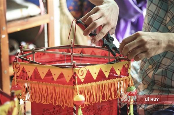 Xóm lồng đèn truyền thống ở Sài Gòn tất bật đón