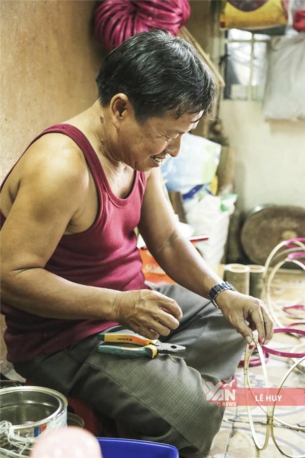 Những nghệ nhân còn trụ lại với nghề không chỉ vì miếng cơm manh áo mà còn vì cái tình, cái nghĩa với nghề thống của gia đình qua nhiều thế hệ.