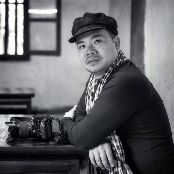 Nhiếp ảnh gia Lê Huy