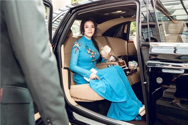 Tham gia buổi gặp gỡ mang tầm quốc gia, Lý Nhã Kỳ mang đến hình ảnh người phụ nữ Việt Nam kín đáo, thanh lịch khi diện áo dài truyền thống.