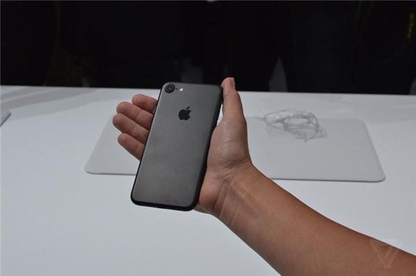 Ảnh thực tế iPhone 7. (Ảnh: internet)