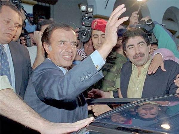 Đừng bao giờ nhắc tên cựu thủ tướng Carlos Menem ở Argentina. Nhiệm kỳ của ông tồi tệ đến mức giờ người ta tin rằng nhắc tên ông cũng đủ để đem lại xui rủi.
