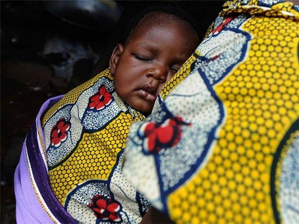 Đừng bao giờ hôn một đứa trẻ người Nigeria lên môi. Người dân tin điều đó sẽ khiến đứa trẻ chảy dãi khi lớn lên.