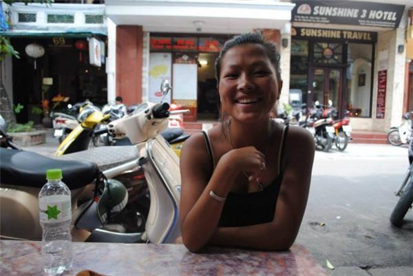 Bị... đào mộ, cô gái Hơ Mông bắn tiếng Anh như gió đóng cửa Facebook