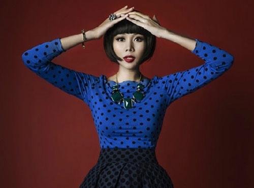 Thanh Hằng trở nên mới mẻ hơn với mái tóc đậm chất Nhật Bản. Khuôn mặt của cô dễ dàng biến hóa với nhiều tạo hình khác nhau.