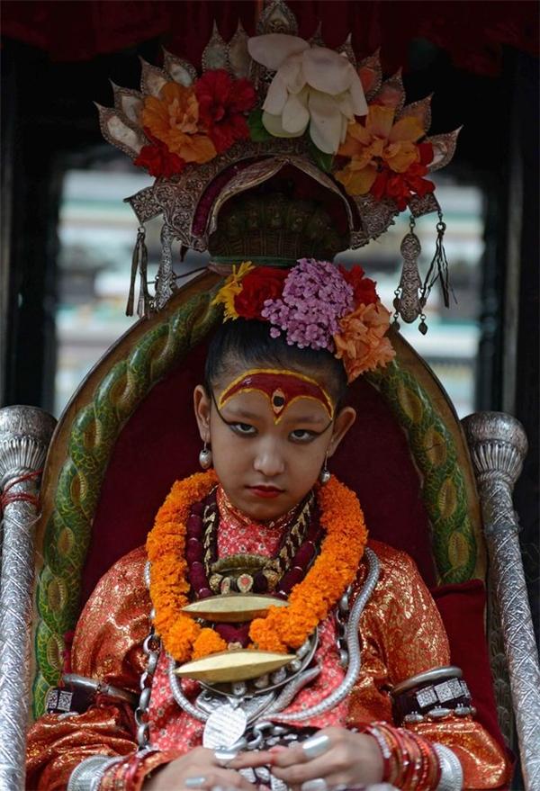 Kumari là thánh nữ đồng trinh của Nepal và được những tín đồ Phật giáo và Hindu giáo ở quốc gia này tôn thờ như một vị thánh sống.