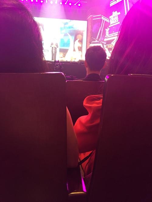 Nhã Phương được xếp ngồi cách tài tử Hậu duệ mặt trờimột hàng ghế. - Tin sao Viet - Tin tuc sao Viet - Scandal sao Viet - Tin tuc cua Sao - Tin cua Sao