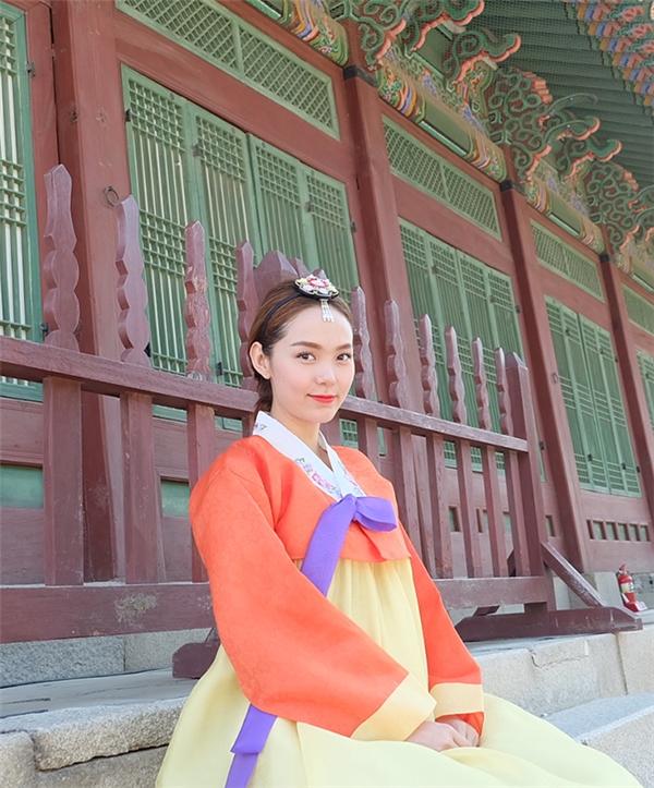 Theo chia sẻ của Minh Hằng, cô bị nhiều du khách lầm tưởng là ngôi sao giải trí của Hàn Quốc và xin chụp ảnh cùng. Điều này vừa khiến nữ ca sĩ bối rối nhưng không kém phần thú vị với trải nghiệm vô cùng mới mẻ.