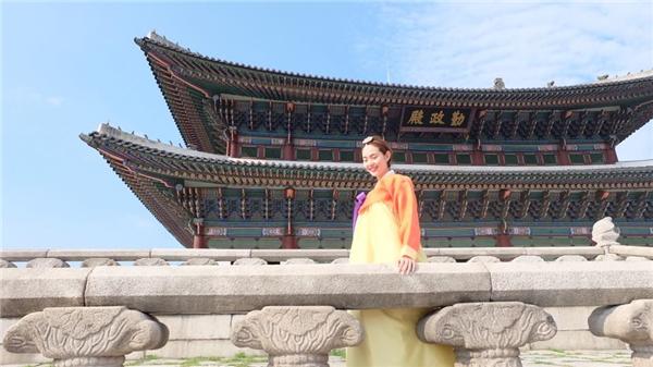 Diện hanbok, Minh Hằng bị nhầm là ngôi sao Kpop