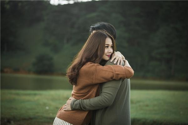 Bắt gặp Thanh Hằng tình tứ ôm hôn Hà Anh Tuấn trong rừng thông - Tin sao Viet - Tin tuc sao Viet - Scandal sao Viet - Tin tuc cua Sao - Tin cua Sao