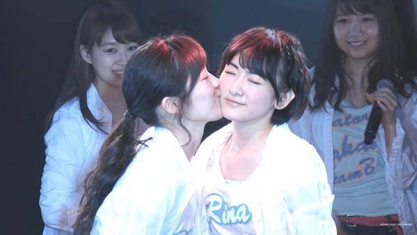 Tình yêu đồng tính ở các trường nữ sinh Nhật không phải chuyện hiếm.