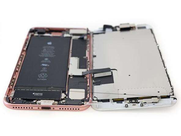 Apple sử dụng rất nhiều keo để định vị phần màn hình vào khung máy.(Ảnh: iFixit)