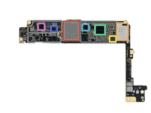 Mặt còn lại của bo mạch gồm bộ nhớ trong 128GB của Toshiba (màu đỏ), chip Wi-Fi của Murata (màu cam), chip NFC của hãng NXP (màu vàng), chip quản lý năng lượng của Qualcomm (màu xanh lá) và các chip sóng của Qualcomm (các màu xanh dương, xanh đậm và tím).(Ảnh: iFixit)