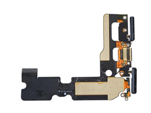 Có những miếng ron cao su ở phần tiếp xúc giữa loa và khung giúp máy có khả năng chống nước.(Ảnh: iFixit)