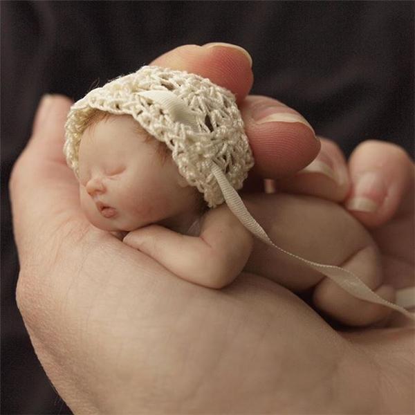 Ít ai có thể ngờ được rằng tất cả những em bé sơ sinh này đều chỉ là tượng.
