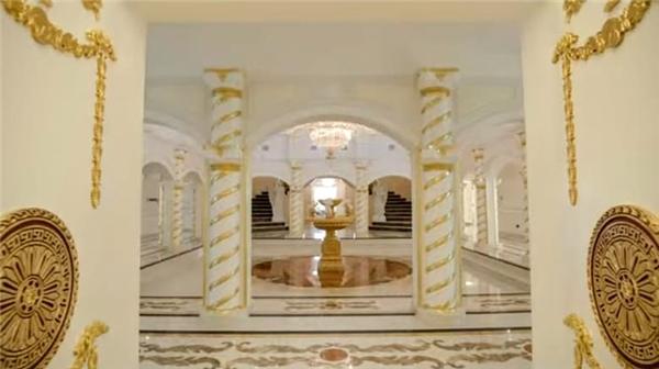 7. Biệt thự Renaissance Emirates Hills 3 phòng ngủ, giá 18,7 triệu USD.