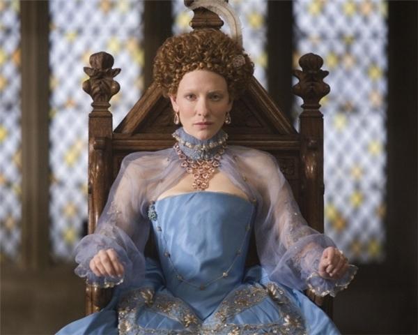 Lấy bối cảnh vào thời kìcuối thế kỉXVI, khi diễn biến chính trịxã hộingày một phức tạp và đỉnh điểm là cuộc chiến tranh giữa haiđế quốc Anh và Tây Ban Nha, bộ phim kể về cuộc viễn chinh của Nữ hoàng Anh Elizabeth Inhằm chống trảsự đe dọa của kẻ thù và lấy lạisựtôn kính của thần dân ở vương quốc bà trị vì. Bên cạnh đó, bộ phim còn là một bức tranh chân thựcmô tả cuộc sống khó khăn của nữ hoàng khi mà địa vịchính trịkhiến bà mất đi cuộc sống riêng tư và cướp đi niềmvui dù nhỏ nhất của bà.Dồn dập, cuồng nhiệt, đam mê,phản bội và phiêu lưu- tất cả đượckết hợp trong sử thi hấp dẫn này với một kịch bản xuất sắc và diễn xuất tuyệt vời của các diễn viên.
