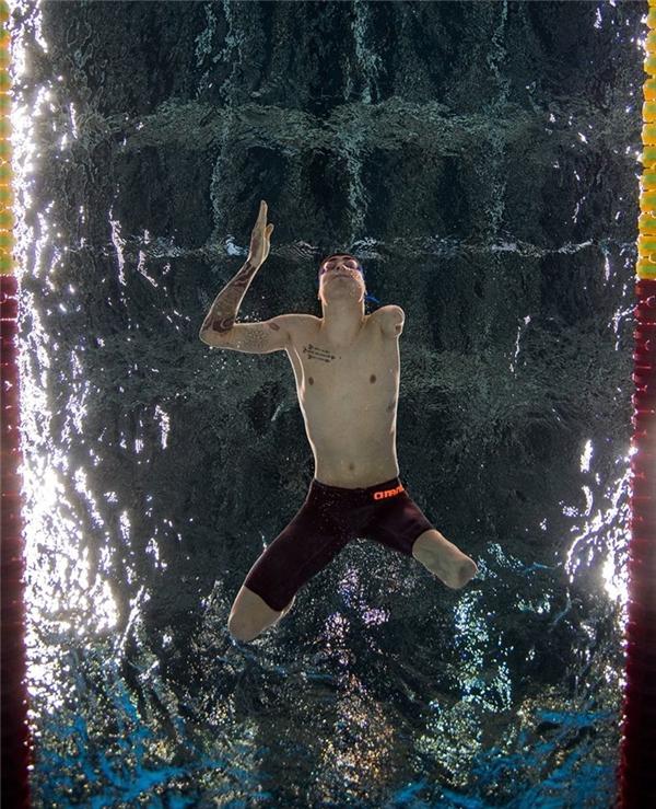 VĐV BrazilTalisson Glock đang thi đấu chonội dung bơi hỗn hợp cá nhân nam 200m. (Ảnh:Simon Lodge)