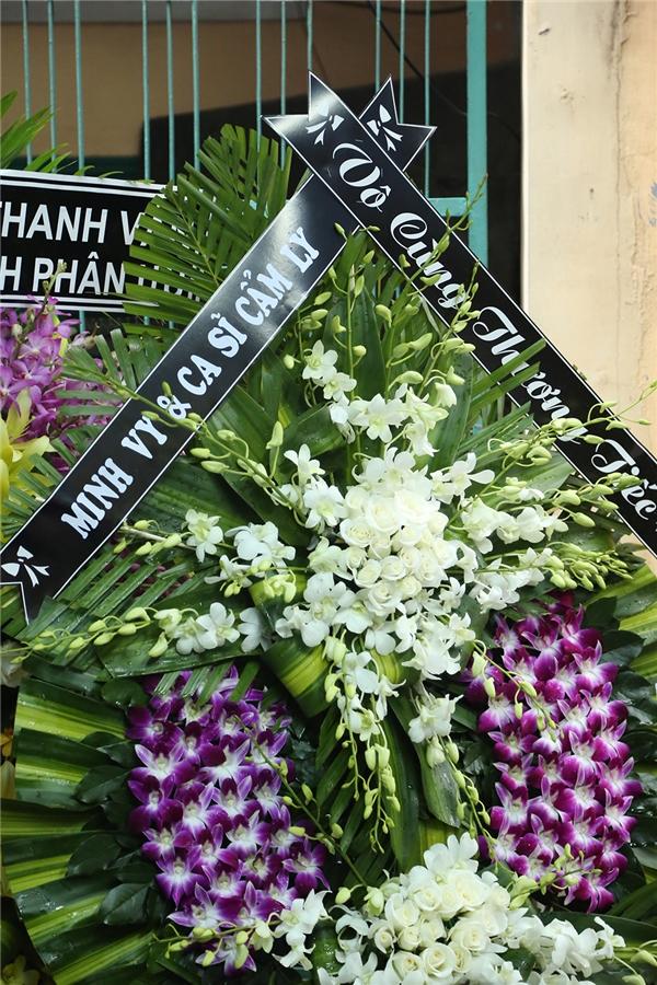 Vợ chồng Cẩm Ly - Minh Vy gửi lẵng hoa đến chia buồn cùng gia đình. - Tin sao Viet - Tin tuc sao Viet - Scandal sao Viet - Tin tuc cua Sao - Tin cua Sao