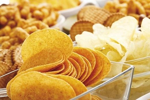 Hai món ăn vặt ai cũng yêu thích là snack và bim bim lại chính là hung thủ thầm lặng gây ra bệnh ung thư phổi.