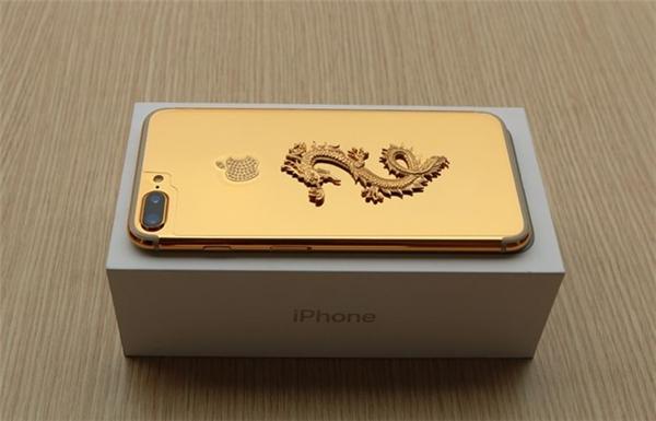Vẫn được đóng hộp như các mẫu iPhone thông thường. (Ảnh: internet)