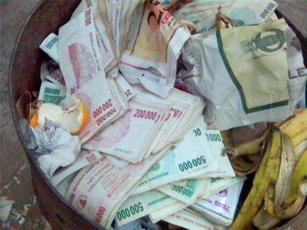 Đồng đô la Zimbabwe mất giáthảm hại.
